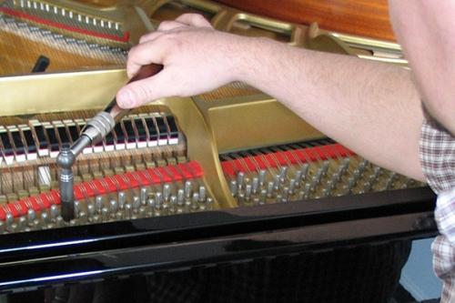 Stimmung von Klavieren durch Markus Niewienda Schorndorf